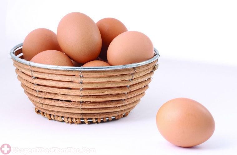Trứng gà chữa yếu sinh lý cho đàn ông tuổi trung niên