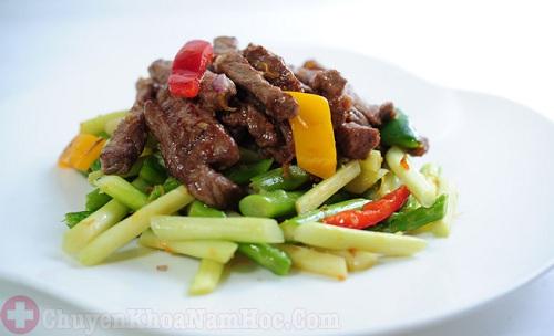 Món ăn hỗ trợ điều trị xuất tinh sớm với măng xào thịt bò