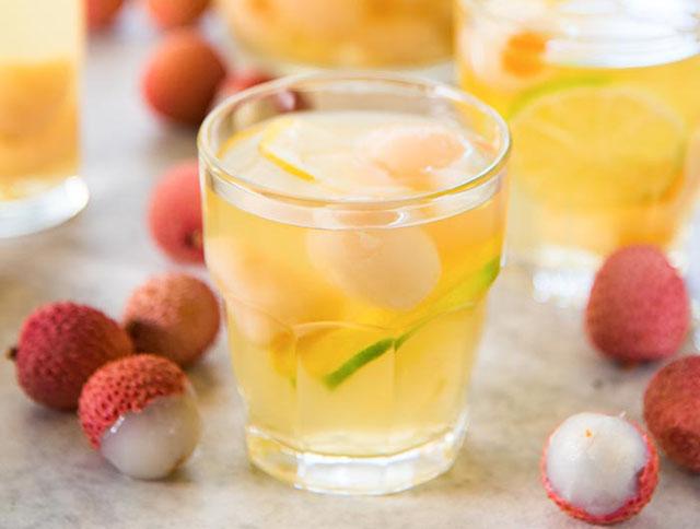 ngâm rượu trái vải tươi chữa yếu sinh lý
