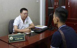 Bác sĩ Lê Hữu Tuấn trực tiếp khám chữa cho bệnh nhân yếu sinh lý